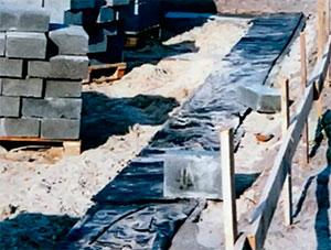 Фотография гидроизоляционной пленки под фундамент